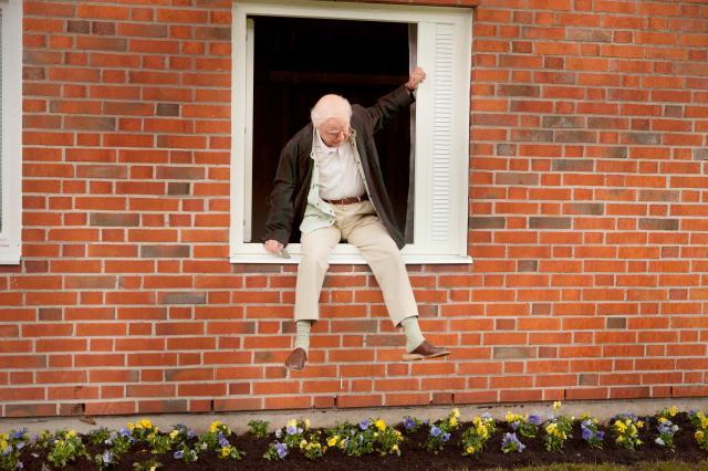 百歲老人蹺家去劇照 1