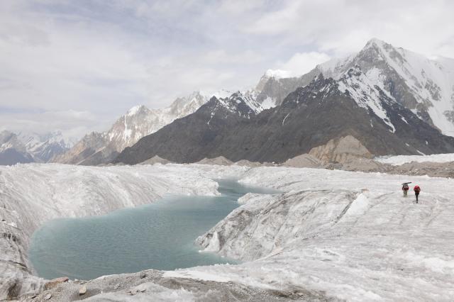消退的冰河劇照 1