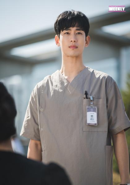 韓國娛樂週刊 金秀賢《雖然是精神病但沒關係》線上看