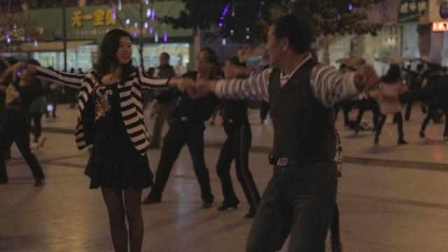 廣場上的舞蹈劇照 5