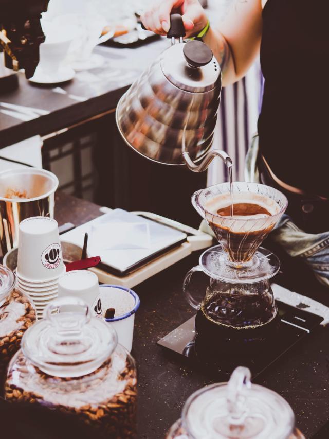生活情境對話-在咖啡簡餐店劇照 1