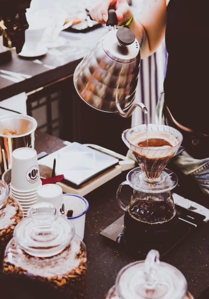 生活情境對話-在咖啡簡餐店線上看