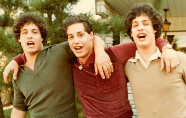 三個一模一樣的陌生人劇照 1