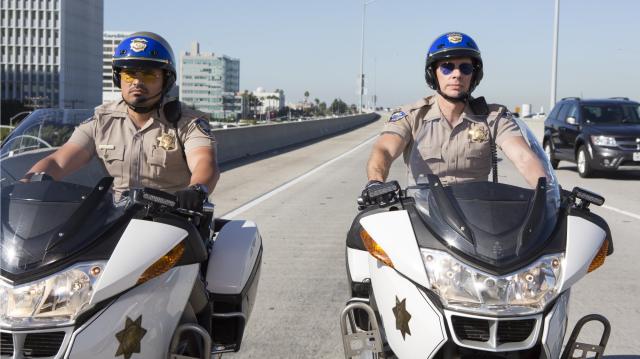 加州公路巡警劇照 1