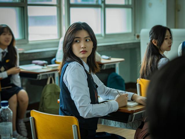 韓國校園恐怖怪談:點名沒到的學生預告片 01